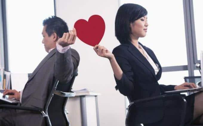 Jatuh cinta dengan teman di kantor ? Anugerah atau Musibah ?