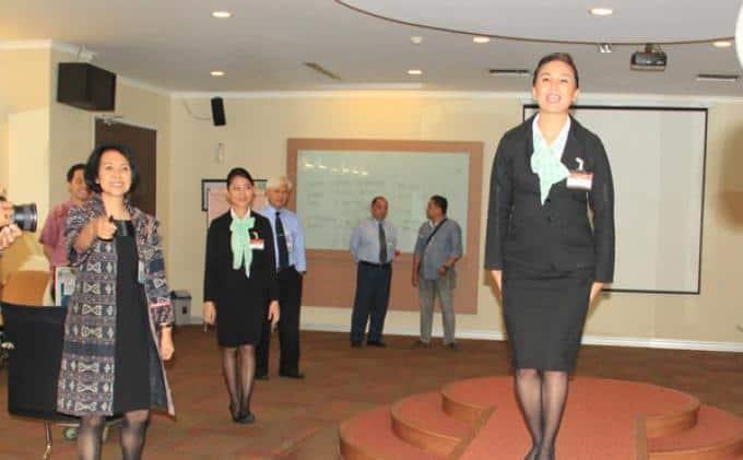 suasana test calon pramugari Garuda Indonesia
